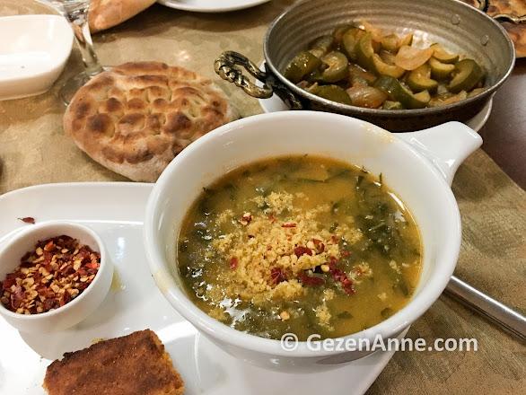 Ordu'nun yemeklerinden pancar çorbası ve turşu kavurması