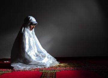 http://4.bp.blogspot.com/-4-2uzjFBvU4/UN1Ct2bOZHI/AAAAAAAAAV8/nGtJi_PTCEc/s1600/wanita-shalat.jpg