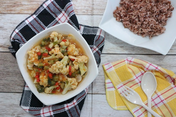 Cara memasak sayur rebus kembang kol kuah tomat