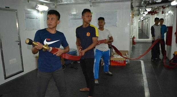 ABK KN Tanjung Datu 1101 Berhasil Padamkan Kebakaran Kapal