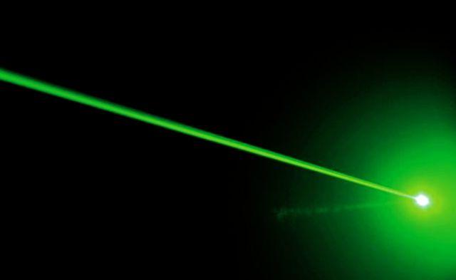 Formalizada por apuntar con un láser a los ojos de conductor de Carabineros