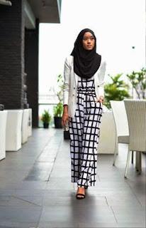 Inspirasi Hijab dan Busana Muslim Style Monochrome