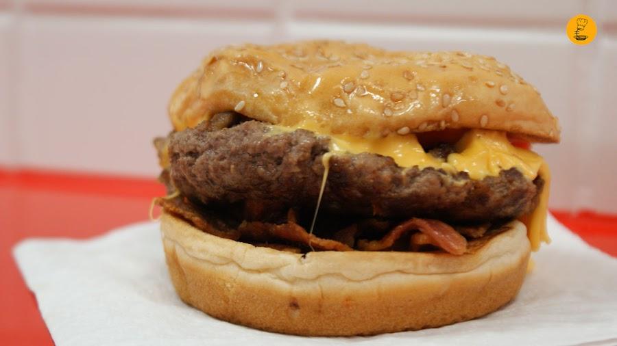 Hamburguesa con bacon y queso Five Guys Madrid