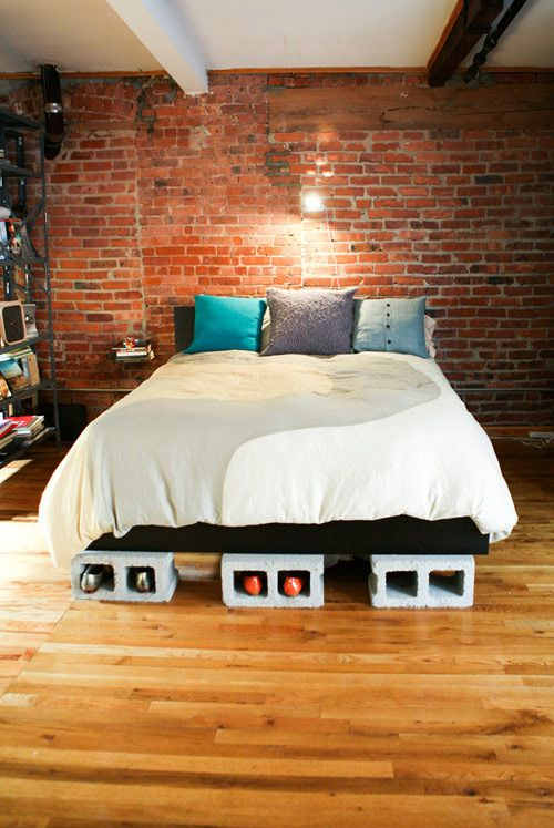 سرير من طوب البناء