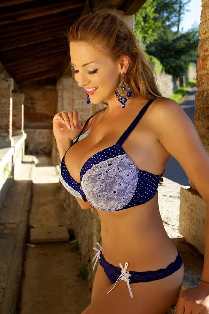 Jordan-Carver-Aquavita-hot-sexy-photoshoot-image-in-hd-quality