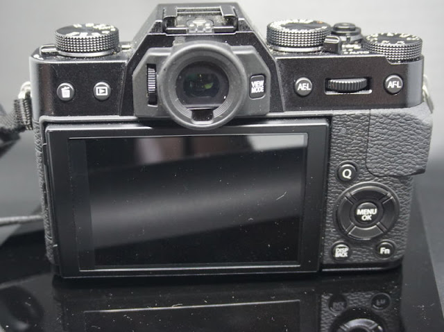 Bagian Belakang kamera Fuji X-T10
