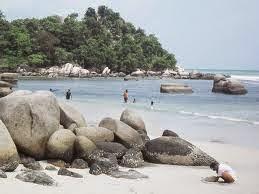 Foto Kemilau Indahnya Pantai Trikora