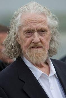 rambut panjang warna putih pria tua