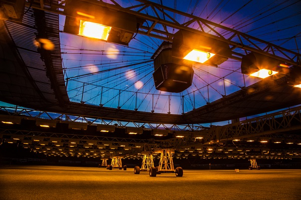 Foto cool del campo de futbol de un estadio moderno