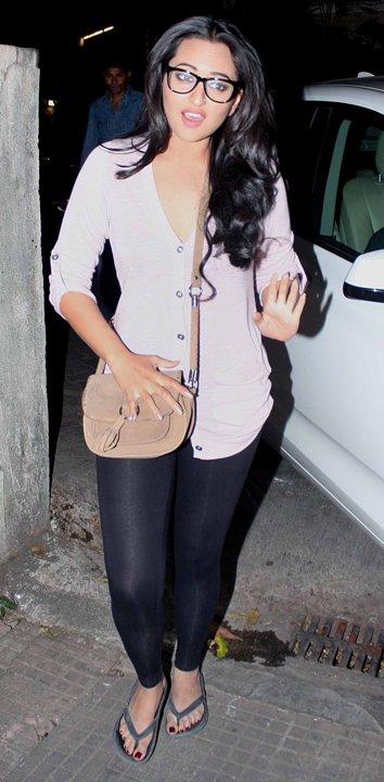Most Awkward Bollywood Sonakshi Sinha Poses