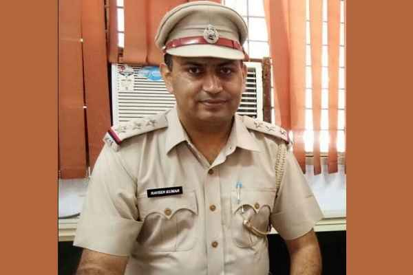 why-inspector-naveen-kumar-will-get-union-home-minister-medal-2018