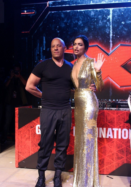 Deepika Padukone Super Sexy Show At Xxx Return Of Xander
