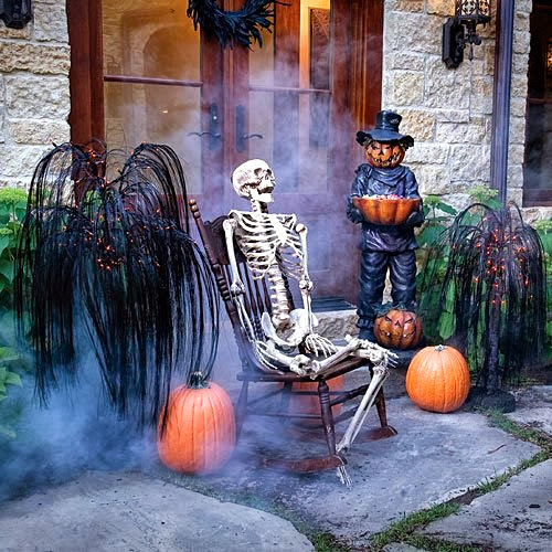 Scary Outside Halloween Decorating Ideas: The Domestic Curator: FUN OUTDOOR HALLOWEEN DECOR
