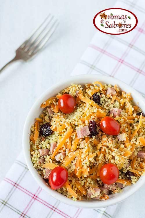 Salada de couscous marroquino com molho pesto