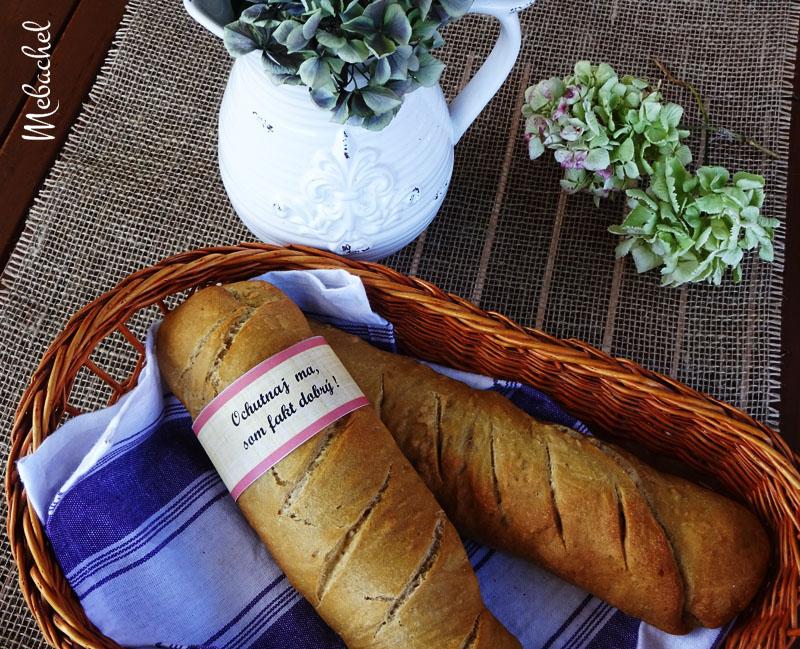 Chlebík z čierneho piva so syrom a sušenými slivkami