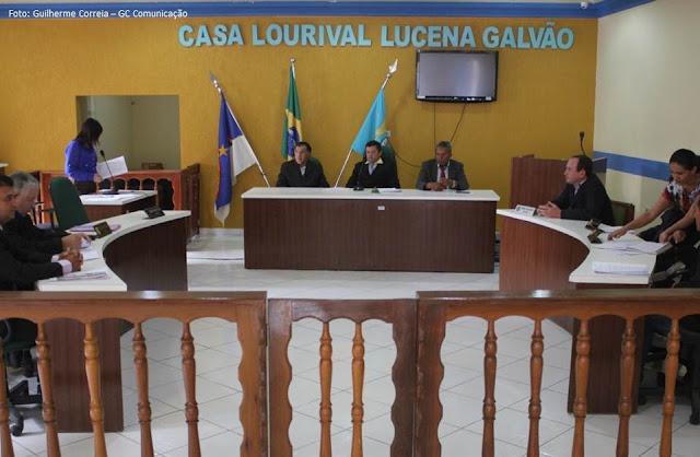 Projeto aumenta salário da prefeita, vice e secretários do Município