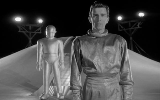 Michael Rennie (Klaatu) dans Le jour où la Terre s'arrêta, réalisé par Robert Wise (1951)
