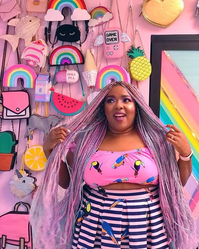 #ParaSeguir: Amina Mucciolo e seus looks mega coloridos