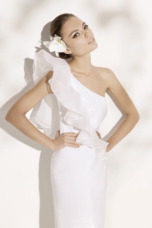 Mercatino michela bergamo abiti da sposa in pura seta for Stile minimal vestiti