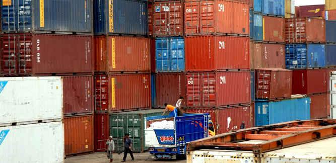 Badan Pusat Statistik (BPS) Provinsi Maluku mencatat pada April 2018 realisasi ekspor dan impor daerahnya mengalami penurunan dibandingkan Maret 2018.
