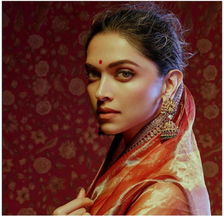 Deepika Padukone Receives A Gift From Veteran Actress Rekha. See Photo