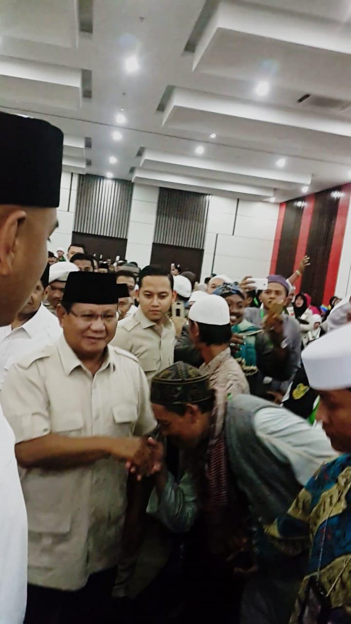 Detik-Detik Haru Sambutan Masyarakat kepada Prabowo Subianto di Ijtima' Ulama' 3