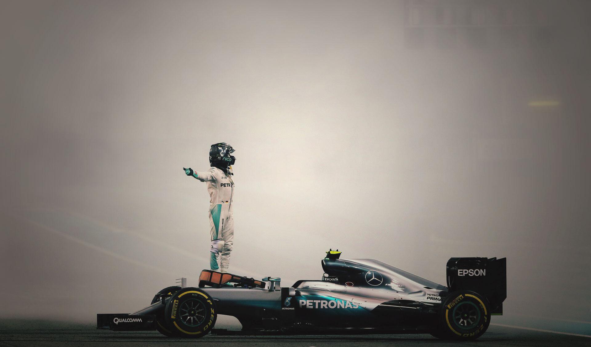 Nico Rosberg celebra su título de Campeón del Mundo en Abu Dabi 2016 con Mercedes