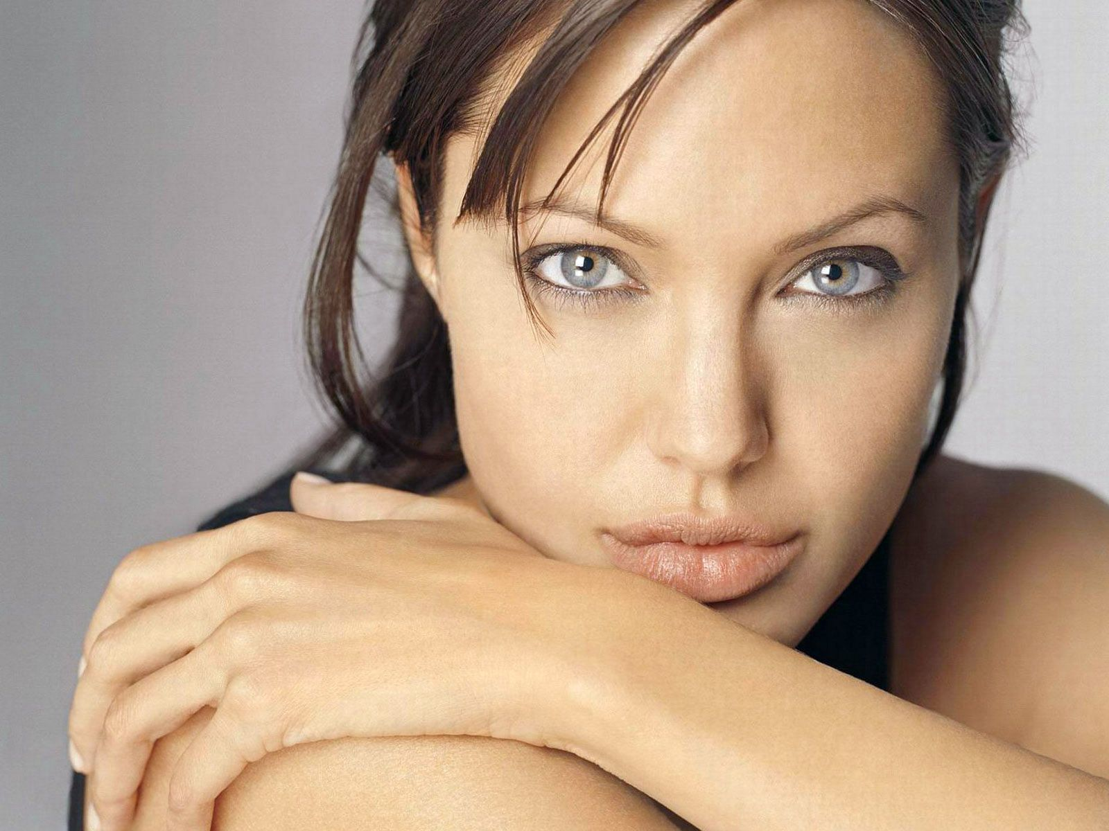 Angelina Jolie: Gold Entertainment : Angelina Jolie