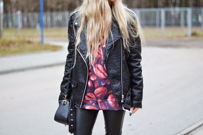 COFFEE SWEATSHIRT + ALL BLACK LEATHER LOOK - LEATHER PANTS & BIKER JACKET
