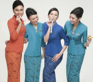 Model baju pramugari rok motif batik kombinasi atasan polos