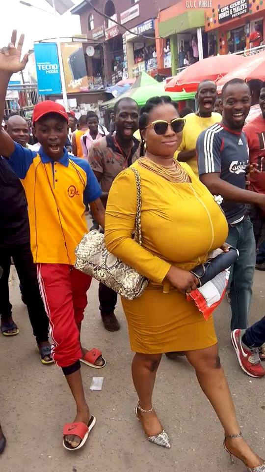 Woman With Very Huge Boobs Causes Commotion In Lagos Photos-8339