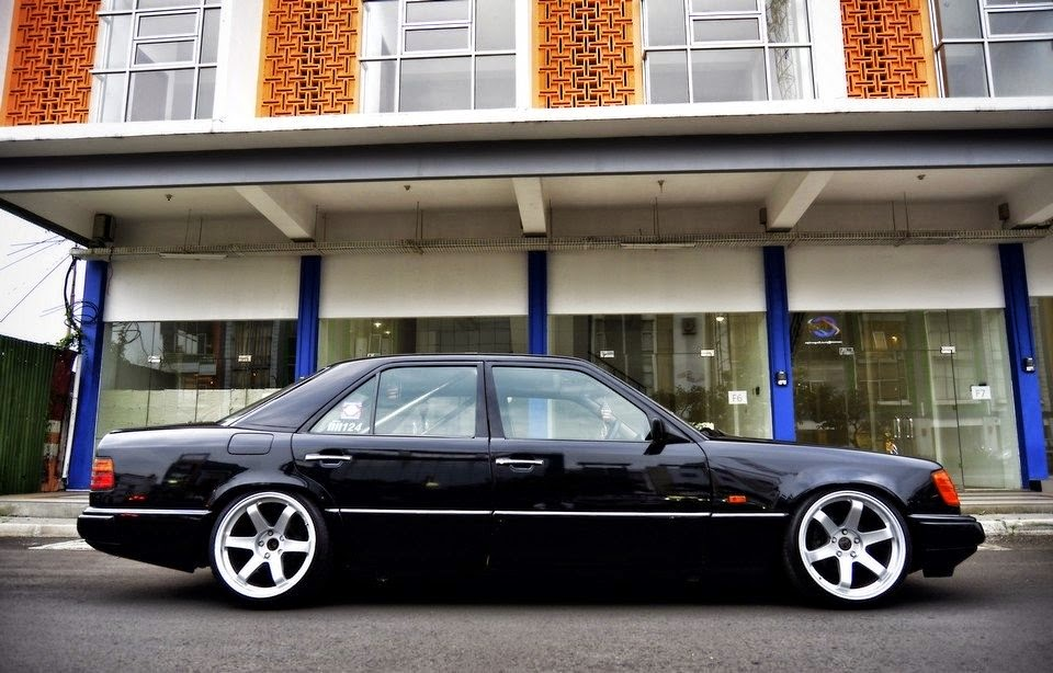 Mercedes Benz W124 300e On Rota Grid Wheels Benztuning