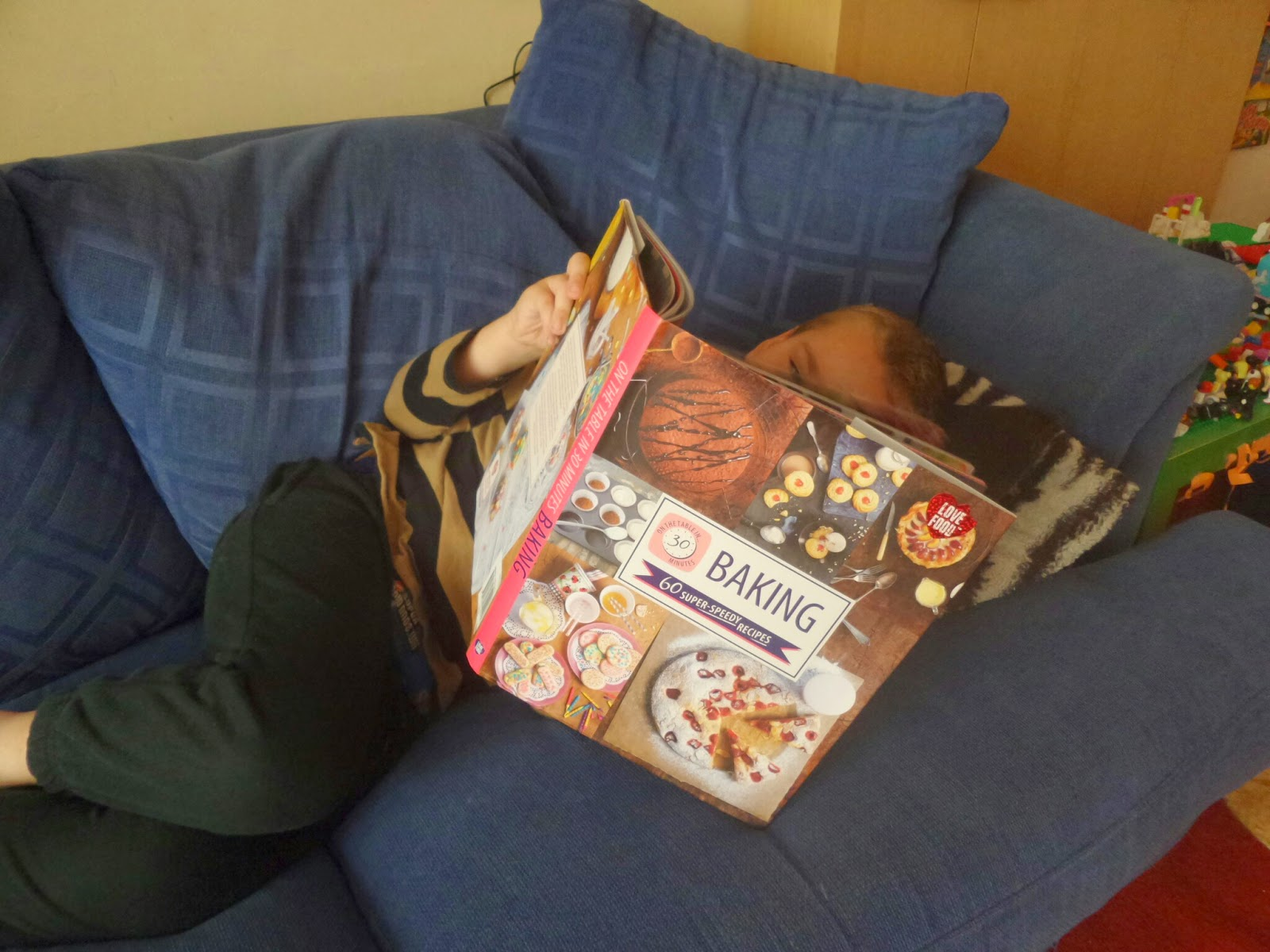 Big Boy reading On The Table in 30: Baking - Parragon Book #Review