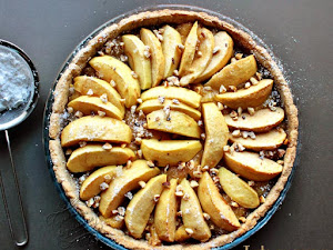 Tarte aux coings, pommes et noisettes