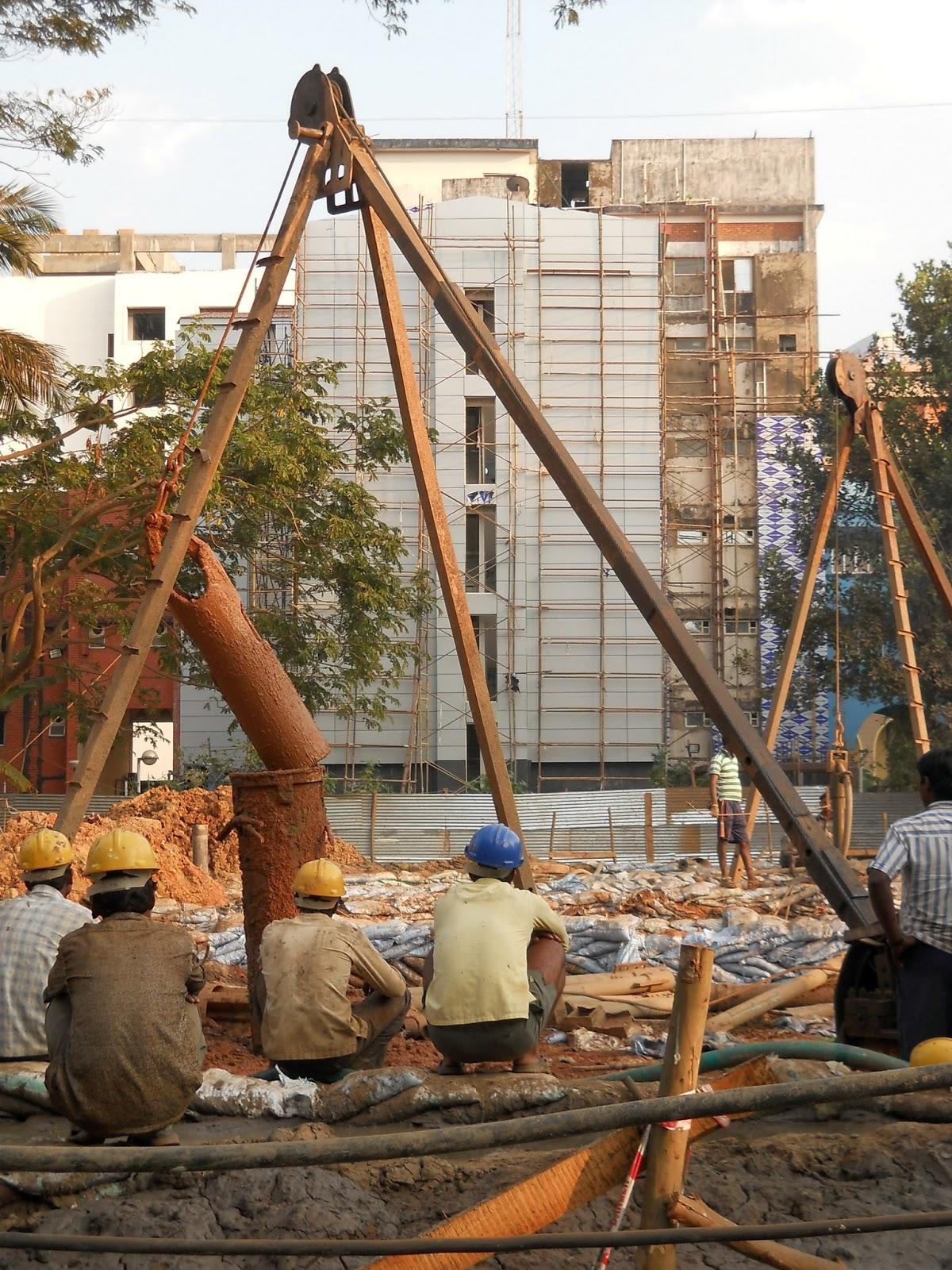 индусы-строители