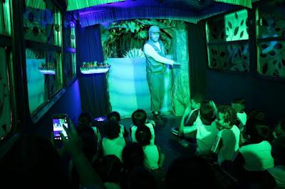 Circular: Histórias da Mata estaciona em Cananéia trazendo a magia do teatro dentro de um ônibus