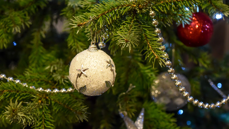 2nd Christmas Balls in Tree HD