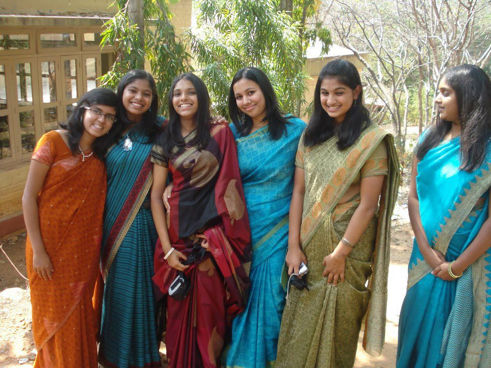 Beautiful Indian Girls: Homely college girls in group
