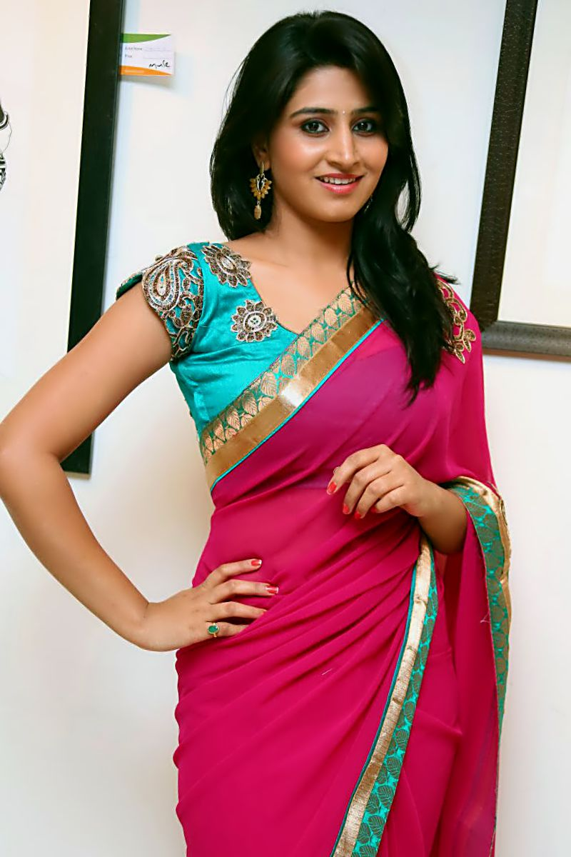 Hot Looking Face Photos Of Shamili In Red Saree