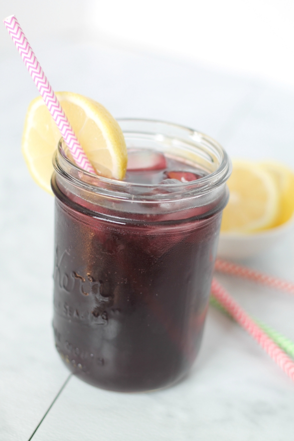 Lemonade Grape Cocktail - Super easy to make and refreshing!