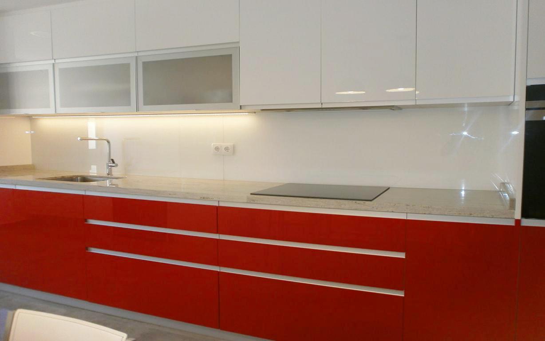 Lavadero y cocina ventajas de un espacio nico cocinas - Cocinas rojas y blancas ...