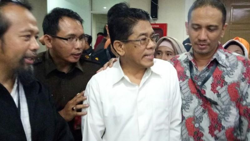 Saksi ahli bahasa kasus Ahok, Mahyuni (tengah)