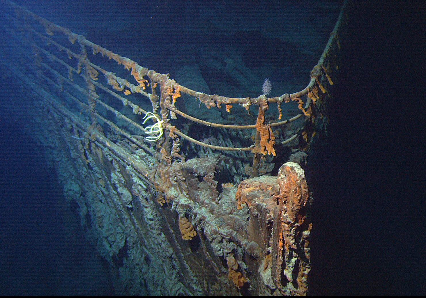 Damaged ships and shipwrecks: RMS Titanic under sea