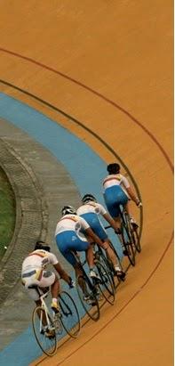4801b43d4 Mountain Bike  conhecido no nosso português como ciclismo de montanha  surgiu em meados da década de 1970 nos Estados Unidos. Está dividido em  modalidades ...