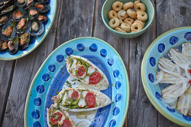 An alfresco kitchen, {mostly seafood} moments and meals with Italian friends