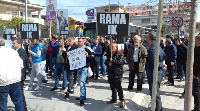 Police Officer injured in Fier in a protest against Government
