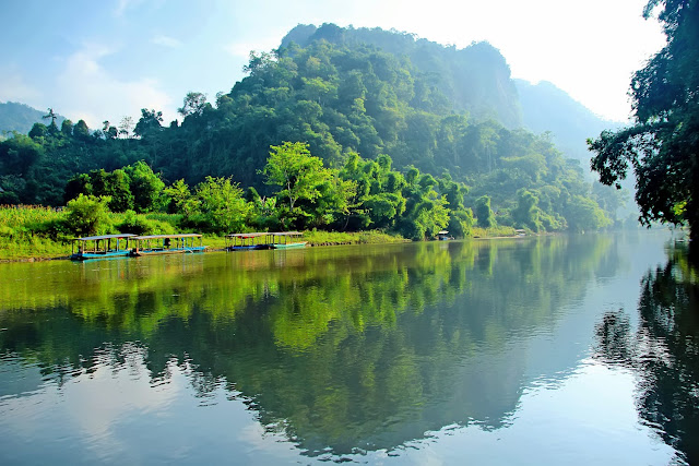 Discover the largest freshwater lake in Vietnam 1