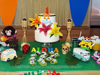 mesa de aniversário de um aninho com tema luau