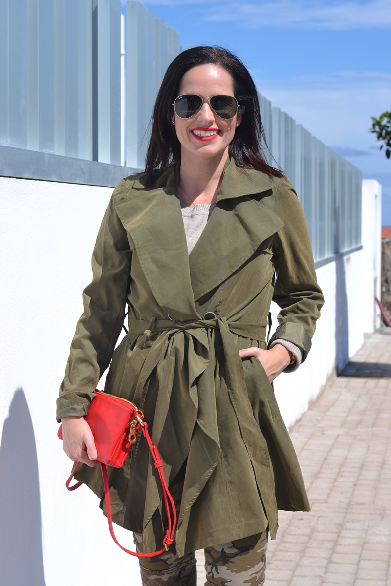 khaki-trench-red-bag