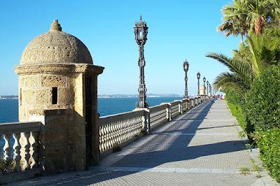 BLOG LUGARES DE MEMÓRIA -  Matéria Cádiz - Foto Ange Zerenè por Pxiabay